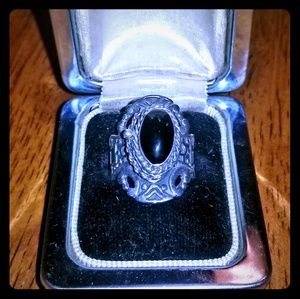 Vintage Womens silver & onyx poison ring